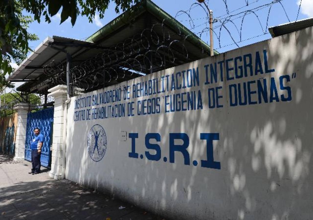 El centro de Rehabilitación de Ciegos es parte del Instituto Salvadoreño de Rehabilitación Integral (ISRI), el cual requiere más fondos para terminar el año, de acuerdo con lo expresado en documentos dados por la Oficina de Información y Respuesta. F