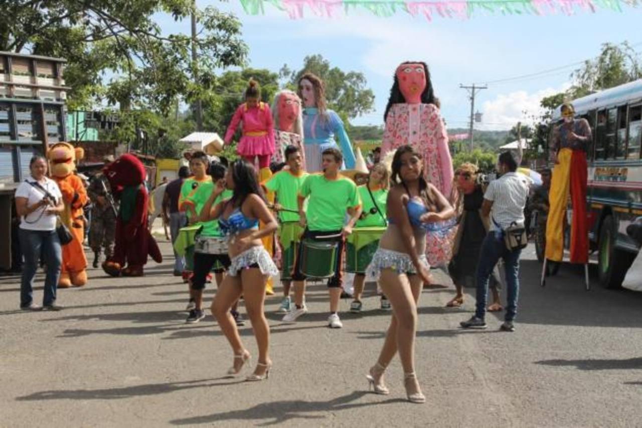 """El desfile del """"correo"""" en El Congo se llevó a cabo ayer por la tarde. Foto EDH / Liliana Fajardo"""