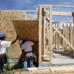 Casi tres millones de salvadoreños viven en el exterior, de los cuales unos 2.5 millones residen en Estados Unidos, según cálculos oficiales.