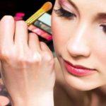 La escasez de productos de belleza puede parecer frívola al lado de la dificultad para adquirir medicinas o alimentos.