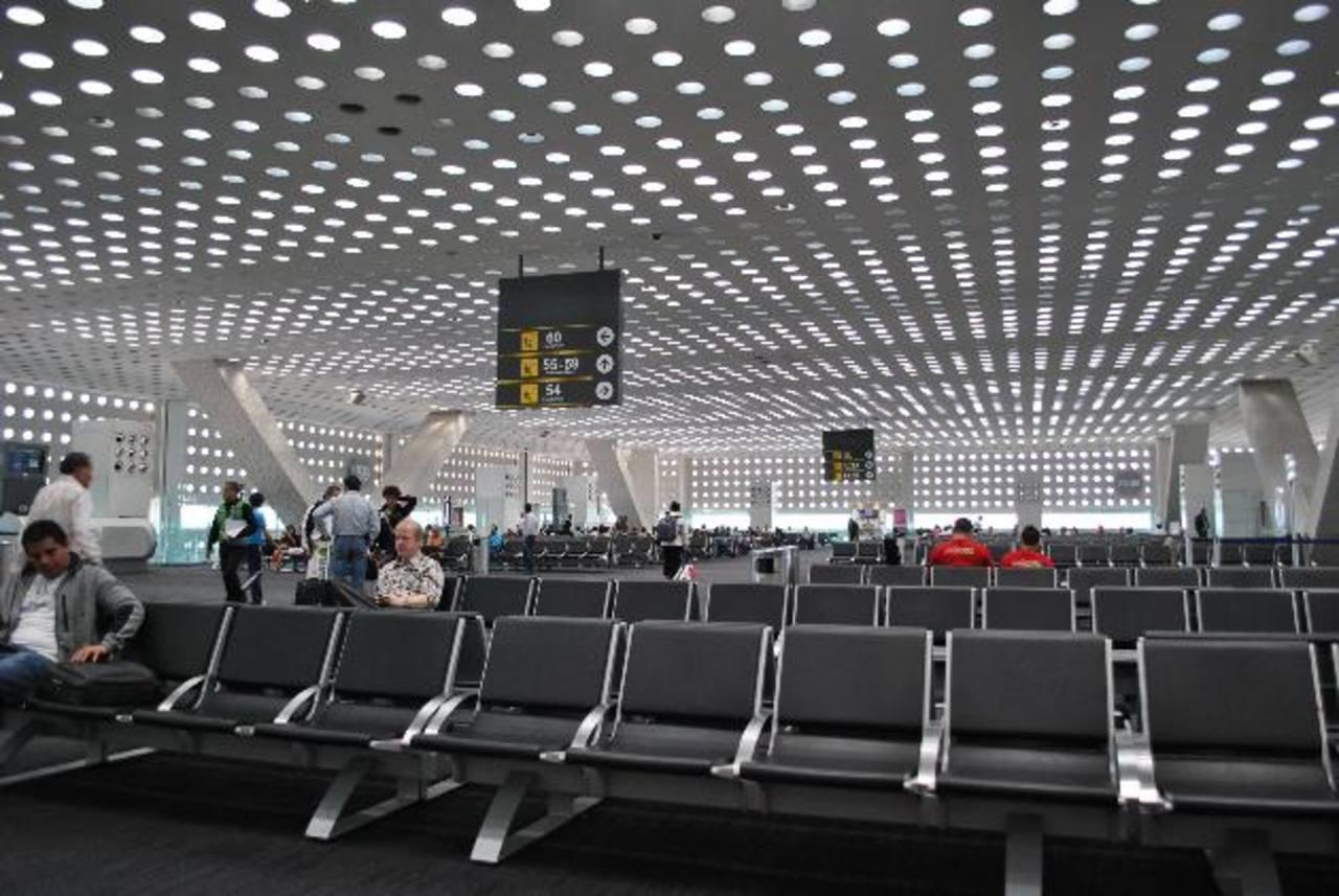 La nueva terminal tendrá seis pistas y capacidad para transportar cuatro veces más pasajeros que la actual, lo que equivale a unas 120 millones de personas al año.