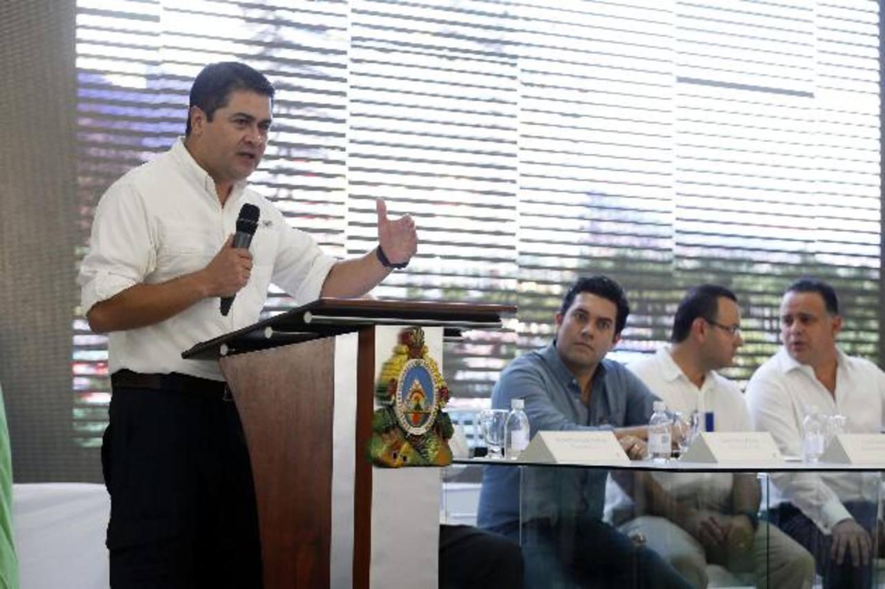 El presidente de Honduras, Juan Orlando Hernández, inaugura el primer taller de autotrónica de su país, en San Pedro Sula, el pasado 28 de agosto.