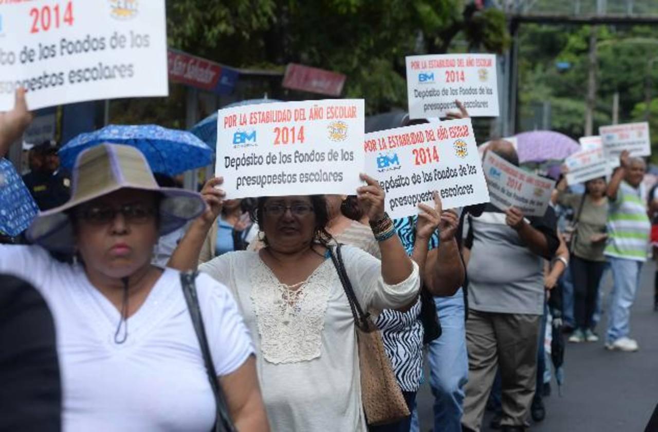 El viernes anterior, los profesores marcharon para denunciar la precariedad de recursos en las escuelas y el tema salarial. Foto EDH