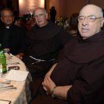 De izquierda a a derecha. Los sacerdotes Napoleón Magaña, Jack Hoak y Flavián Mucci en la velada. foto edh / M. CÁCERES.