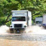 Río Grande provoca anegación en carretera Litoral