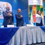 El vicepresidente Óscar Ortiz y el presidente de la Asamblea, Sigfrido Reyes durante la inauguración del 5° Encuentro de la MYPE.