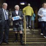 """Colin Brown partidario del """"no"""" y Ron Scrimgeour a favor del """"sí"""" a la independencia de Escocia del Reino Unido."""