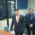 Los fiscales presentando la acusación contra el parlamentario pecenista.