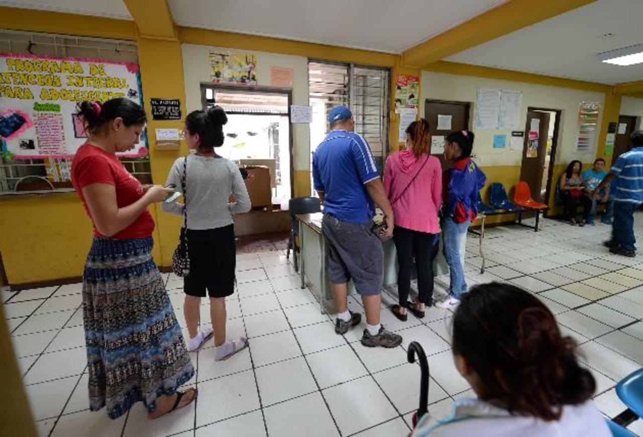 El sábado la Unidad de Salud Concepción atendió a ocho personas afectadas por chikunguña por la mañana. Ayer recibió 11 casos. Foto EDH / Huber rosales
