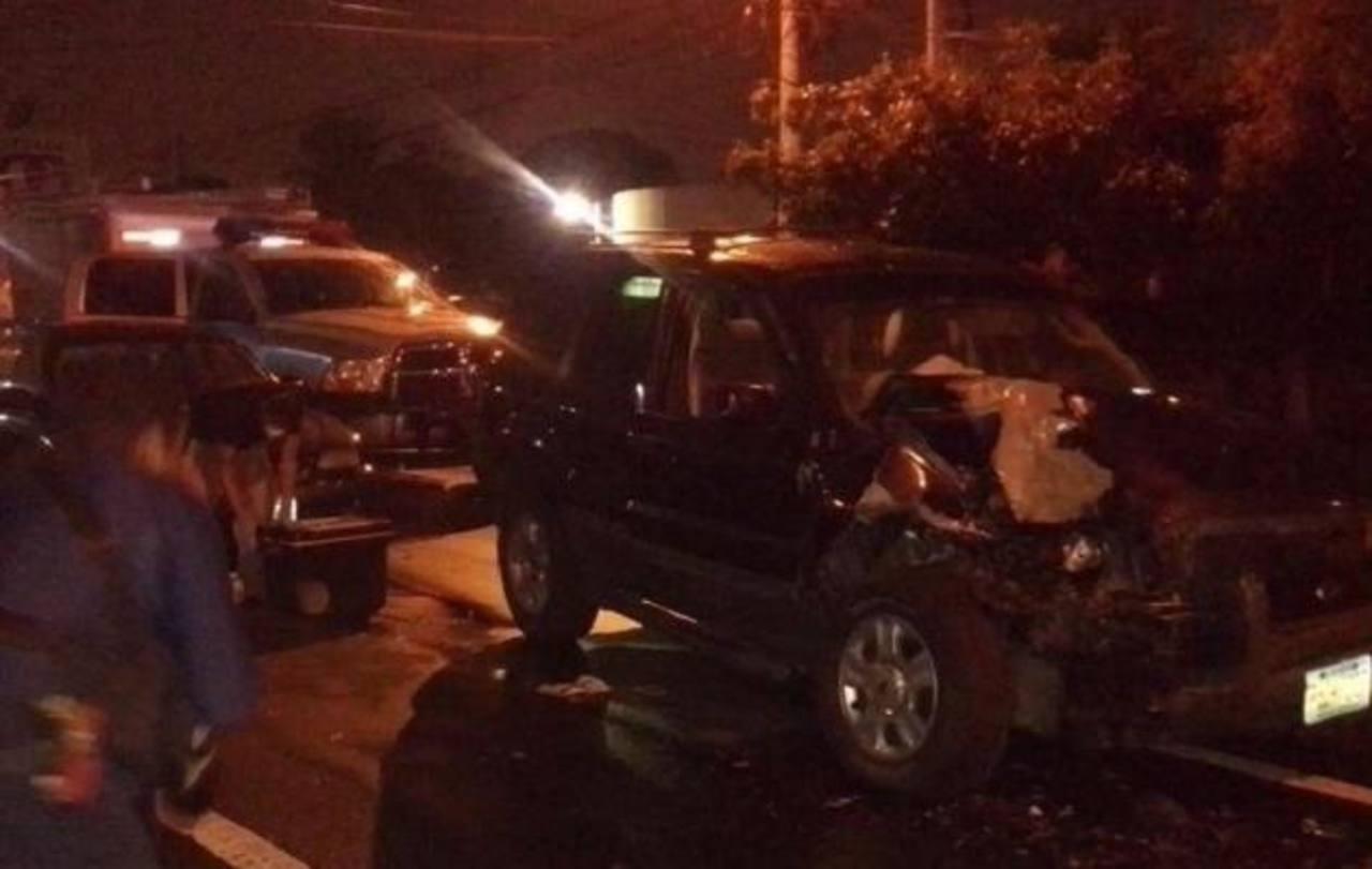 Sujetos roban carro y chocan tras persecución policial en San Salvador