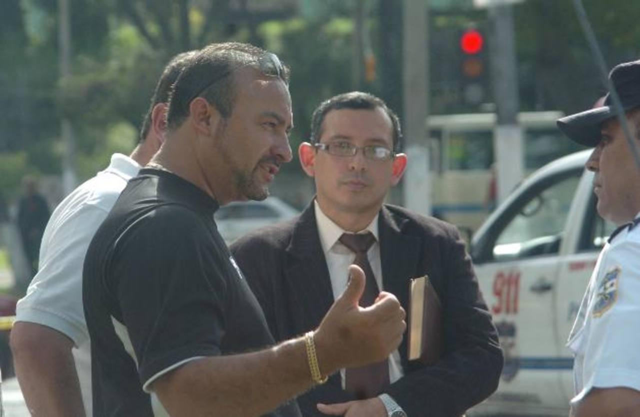 El diputado suplente Wilber Rivera Monge, camiseta negra.