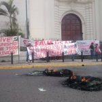 Veteranos de guerra protestaron frente a Catedral Metropolitana de San Salvador.