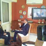 El corresponsal de CNN Español en El Salvador, Merlin Delcid (izquierda), entrevista al expresidente Flores.
