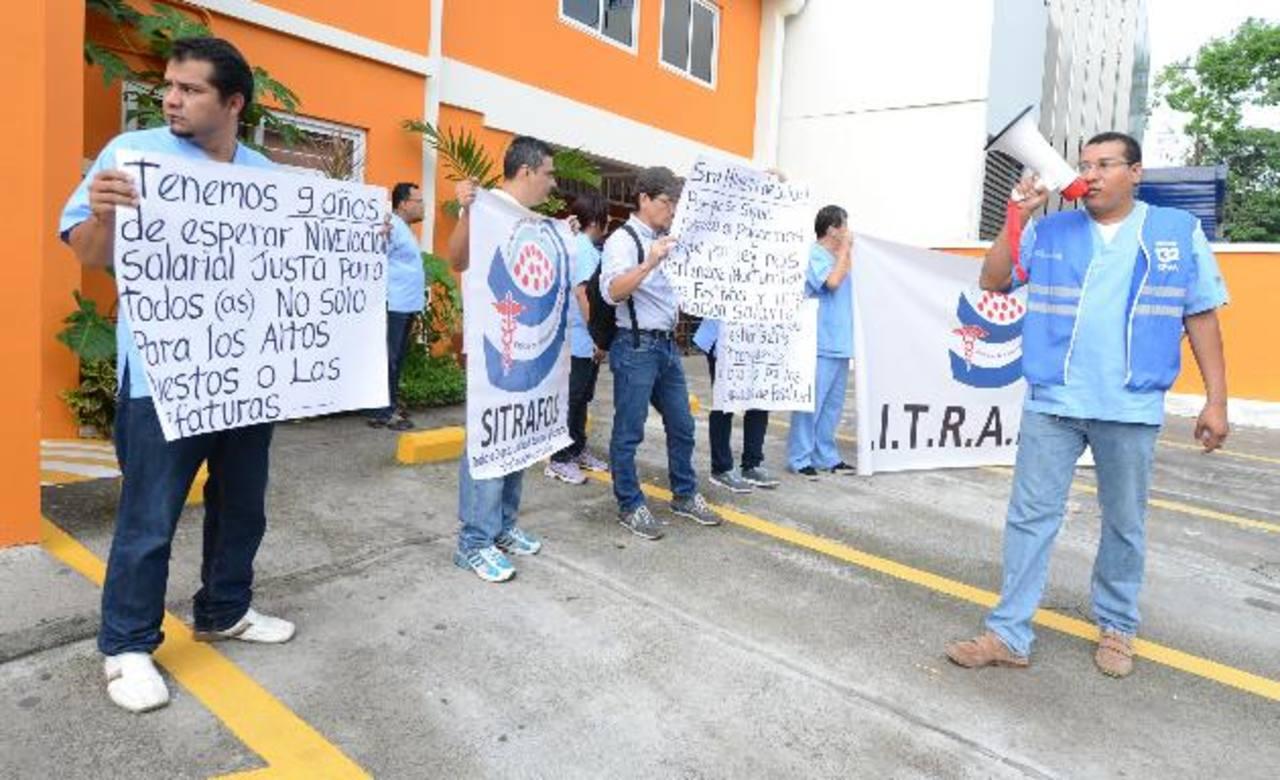 El Sindicato de empleados de Fosalud protestó ayer.