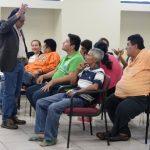 Los imputados ayer, mientras esperaban el fallo del tribunal. El juez Noveno de Paz los mando a prisión. Foto EDH / Huber Rosales.
