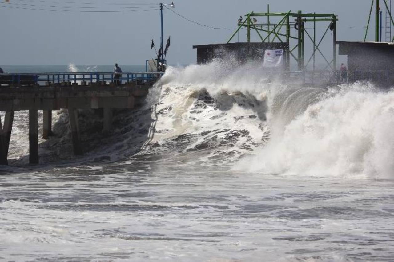 Pronostican oleaje más rápido y alto en la costa salvadoreña