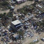 Odile abandonó hoy la península de Baja California, donde causó graves daños y forzó la evacuación de 26,000 turistas.