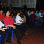 El despliegue fue presenciado por miembros de la comunidad. Foto EDH/ jenny ventura