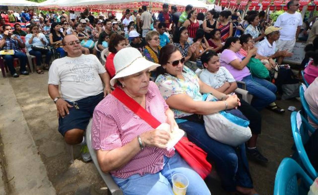 Cientos de personas llegaron desde temprano para disfrutar de los actos culturales y lúdicos que se organizaron.