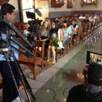 Aquí durante el rodaje, en la iglesia de Ataco.