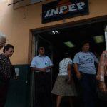 El estado toma prestado de los ahorros en AFP para pagar a los afiliados en el sistema antiguo de pensiones.