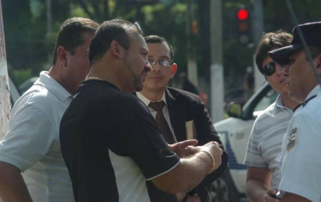 Rivera Monge de camisa negra.