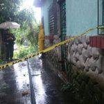 Las autoridades inspeccionaron el cuarto de un mesón donde fue hallado muerto un empleado de la Alcaldía de Olocuilta.