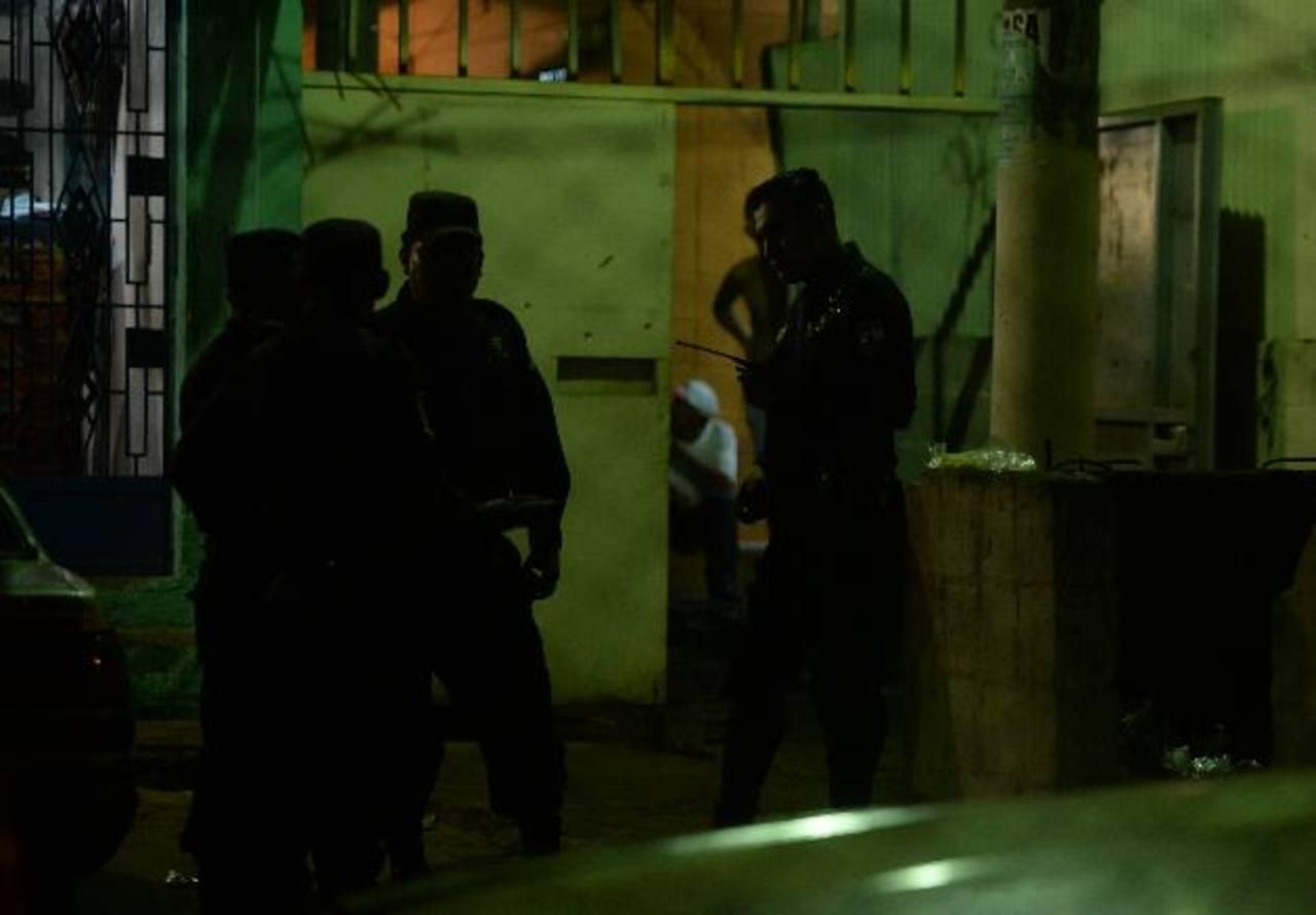 Tres lesionados dejó una balacera, el viernes por la noche, en la comunidad Trujillo, en la capital. Foto EDH / MARLON HERNÁNDEZ.
