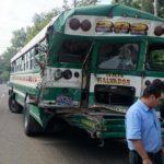 Autobús accidentado en carretera Panamericana.