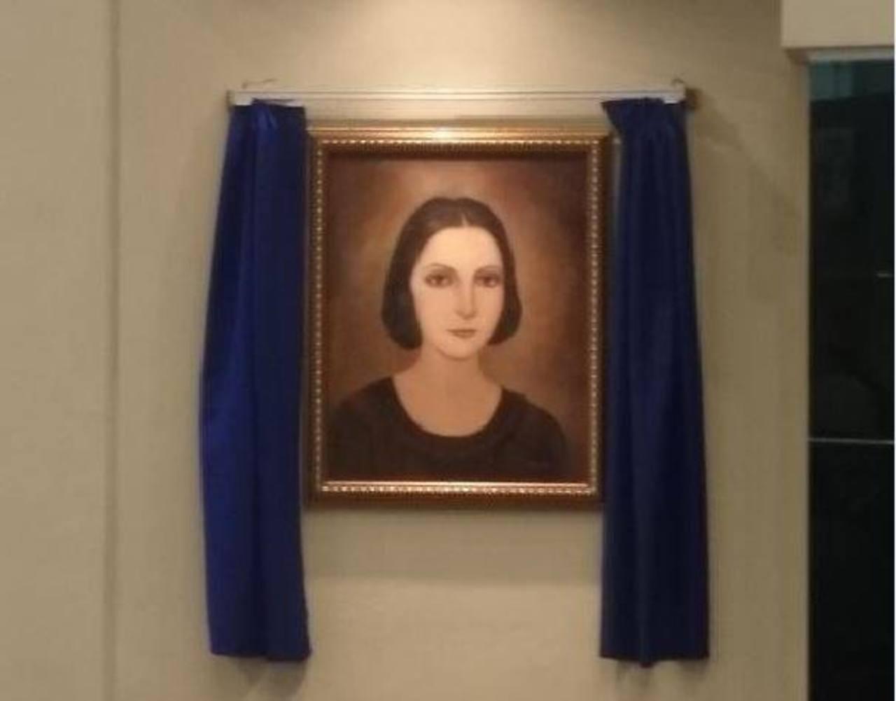 Asamblea devela rostro de prócer María de los Ángeles Miranda