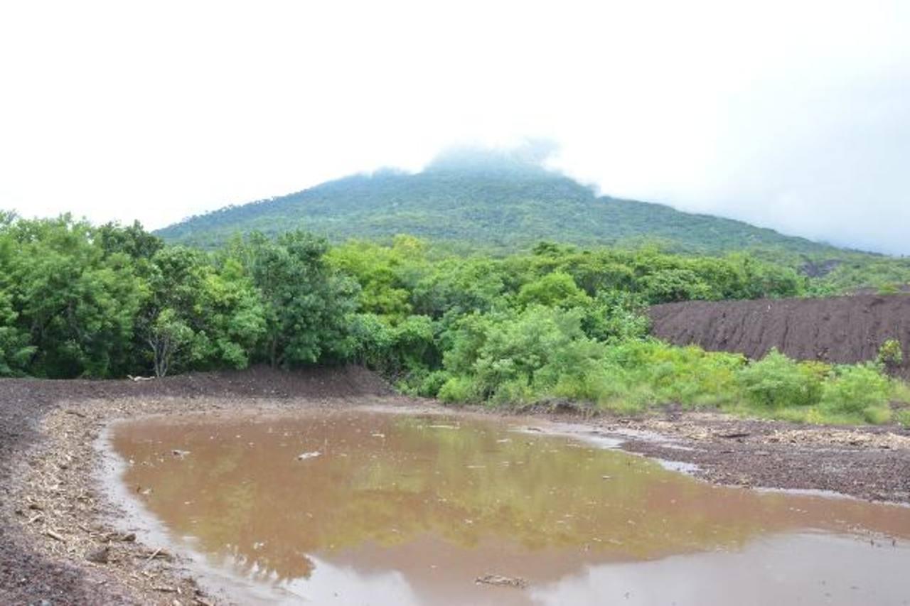 Así lucía ayer uno de los reservorios ubicados en cantón El Carreto de San Miguel. fotos edh / carlos segovia