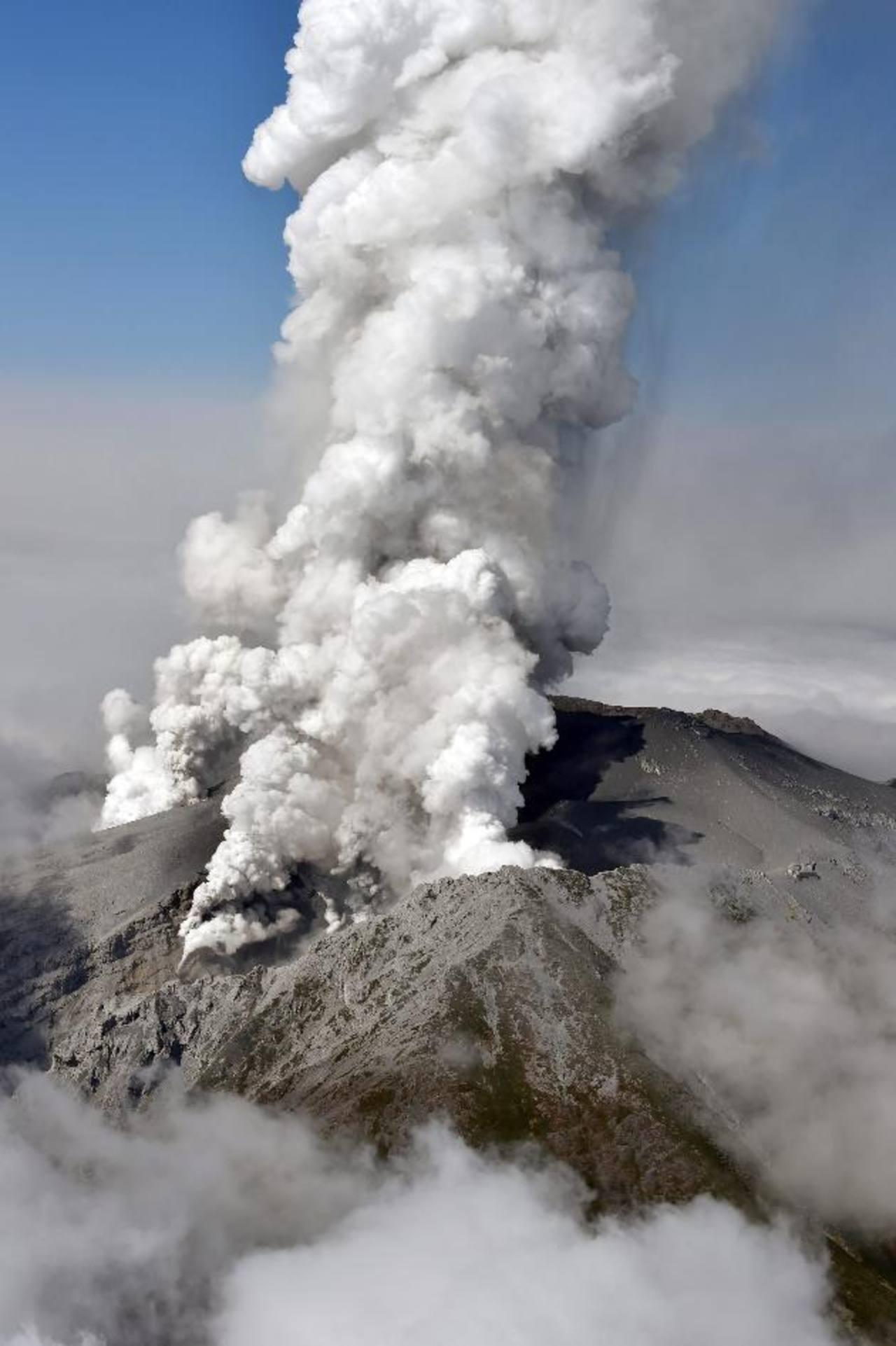 Un muerto y más de 40 heridos graves tras erupción del segundo mayor volcán de Japón
