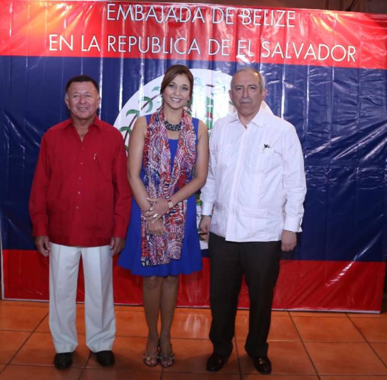 Celie Paz Marín, Embajadora de Belice en El Salvador, junto a Manuel Heredia, ministro de Turismo de ese país, y el presidente de la Asamblea Legislativa, Sigfrido Reyes. Foto edh / Cortesía
