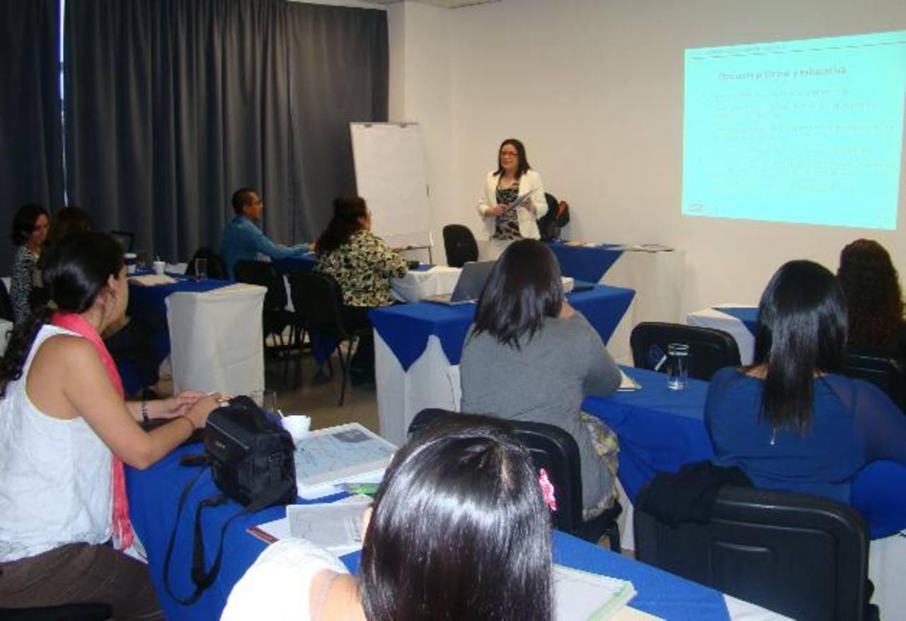 Mirna Rivera, de FundahRSE, explicó que existen lineamientos para que las empresas elaboren reportes de sostenibilidad. /Cortesía