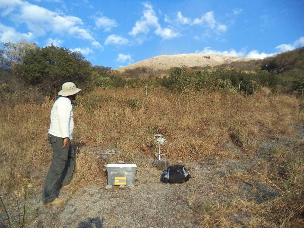 La estación de GPS instalada en ranchito mide para detectar los desplazamientos de las paredes volcánicas.