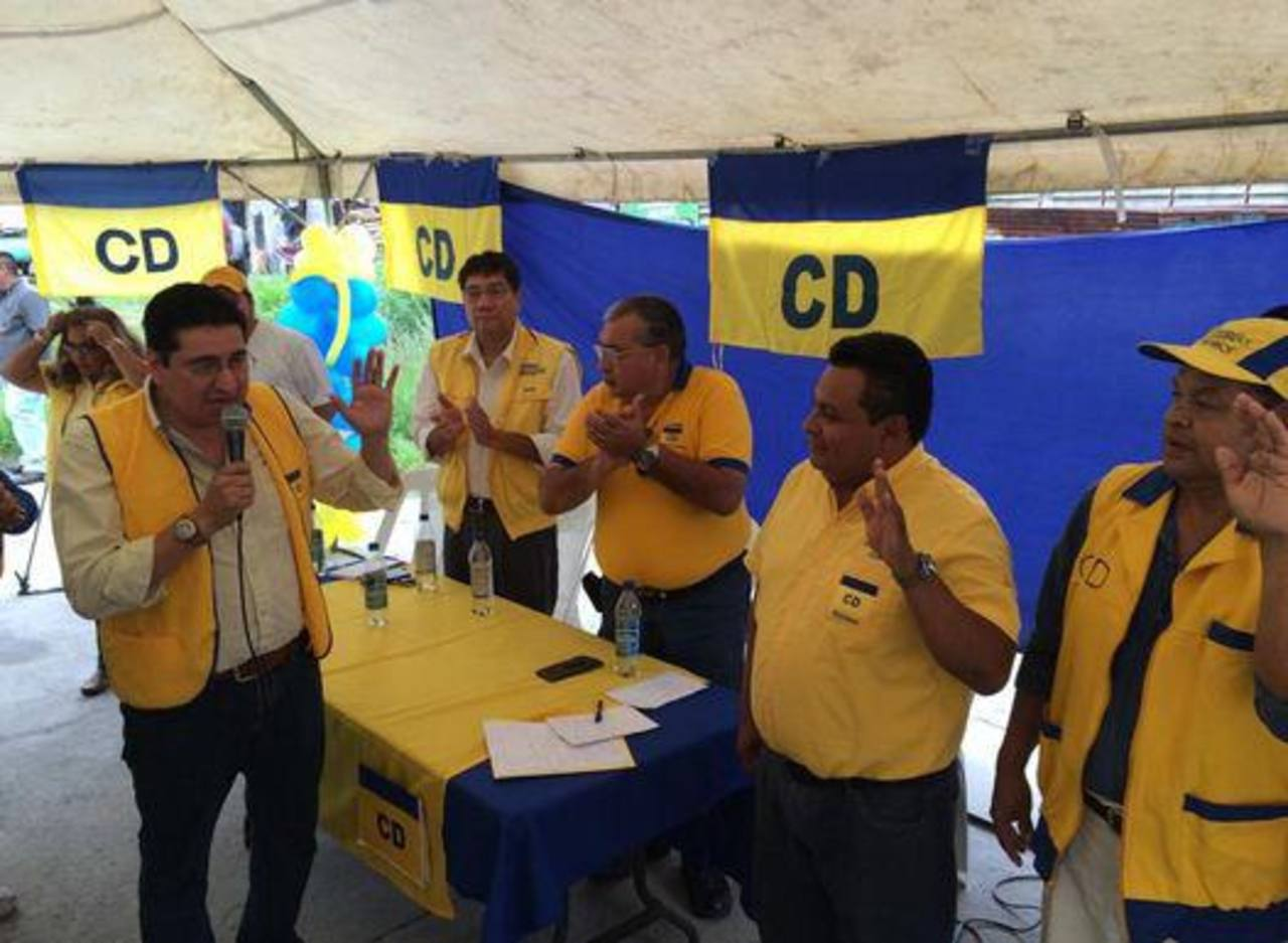 El CD juramentó a Walter Rosales como candidato a la alcaldía de Mejicanos.