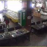 Video: Mesera prende fuego a una clienta en China
