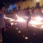 Las bolas de fuego es una tradición que Nejapa desarrolla cada 31 de agosto.