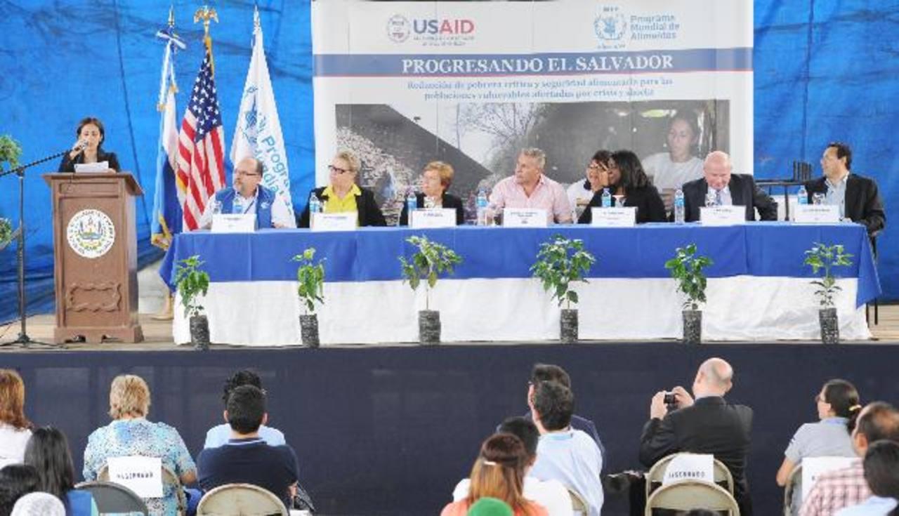 Ambos organismos internacionales reafirmaron su compromiso para combatir la pobreza en el país. Foto EDH / CLAUDIA CASTILLO.