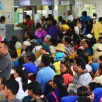 Usuarios del hospital nacional Rosales continuaban este jueves afectados con la reducción de labores en el centro asistencial.