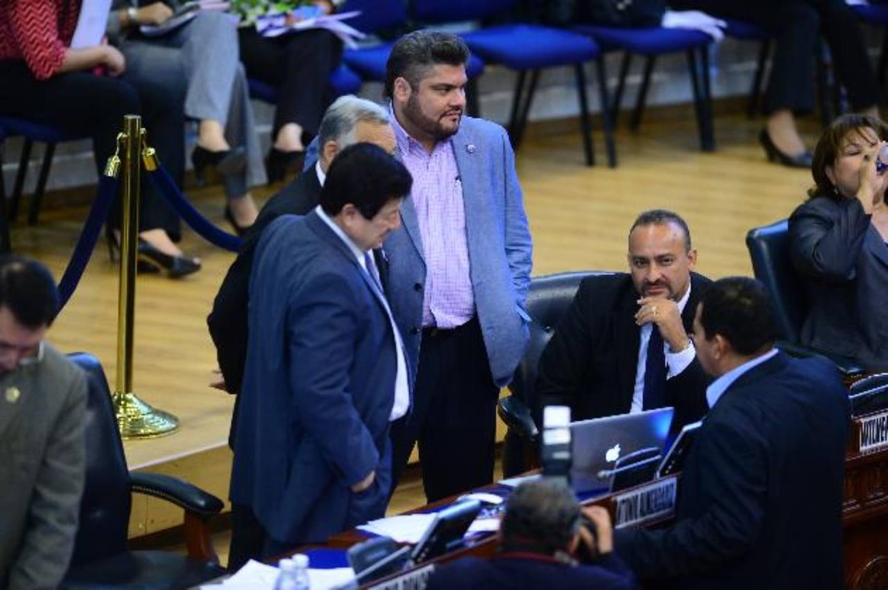Los diputados sostienen que seguirán con la comisión de antejuicio del diputado suplente Wílber Rivera Monge. Foto EDH / ARCHIVO.