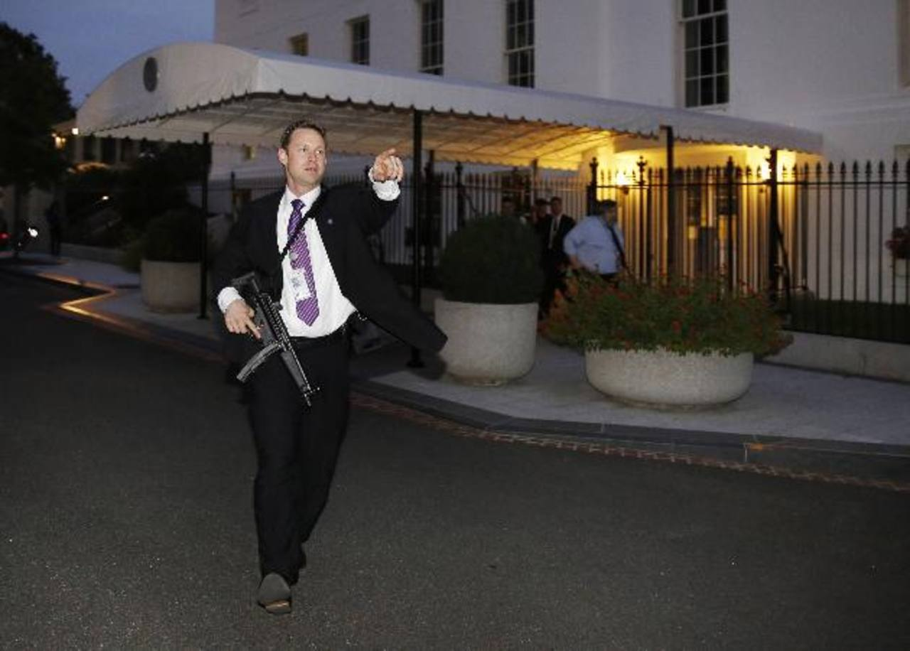 Evacúan parcialmente la Casa Blanca por intruso que saltó verja