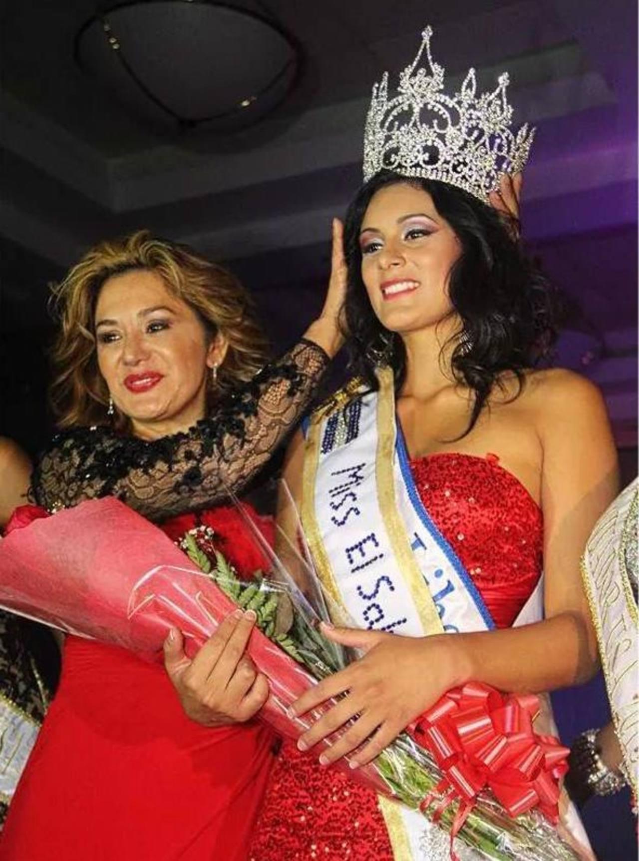 La nueva reina de la belleza salvadoreña en California, Melissa Ayala.