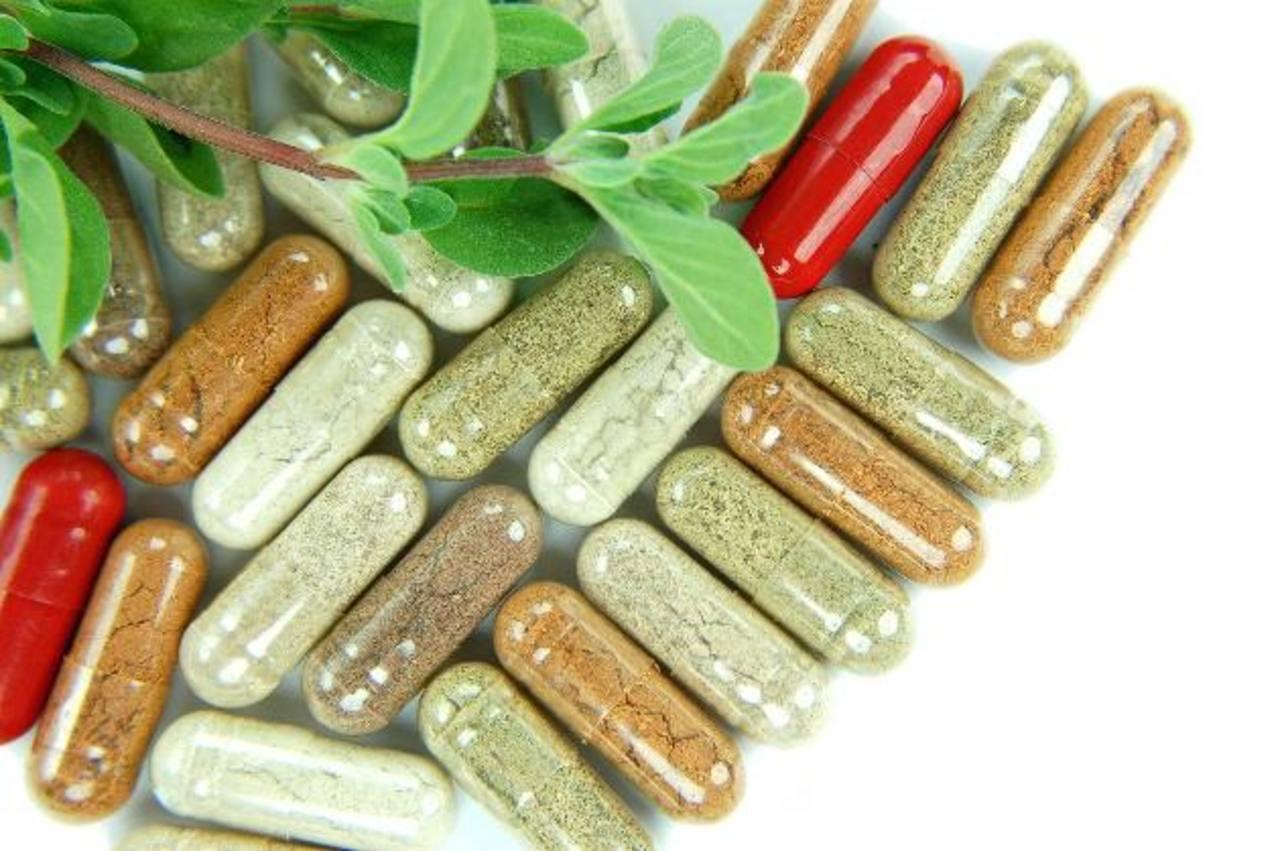 Muchos de esos productos vienen en forma de cápsulas, tés y gotas. foto edh