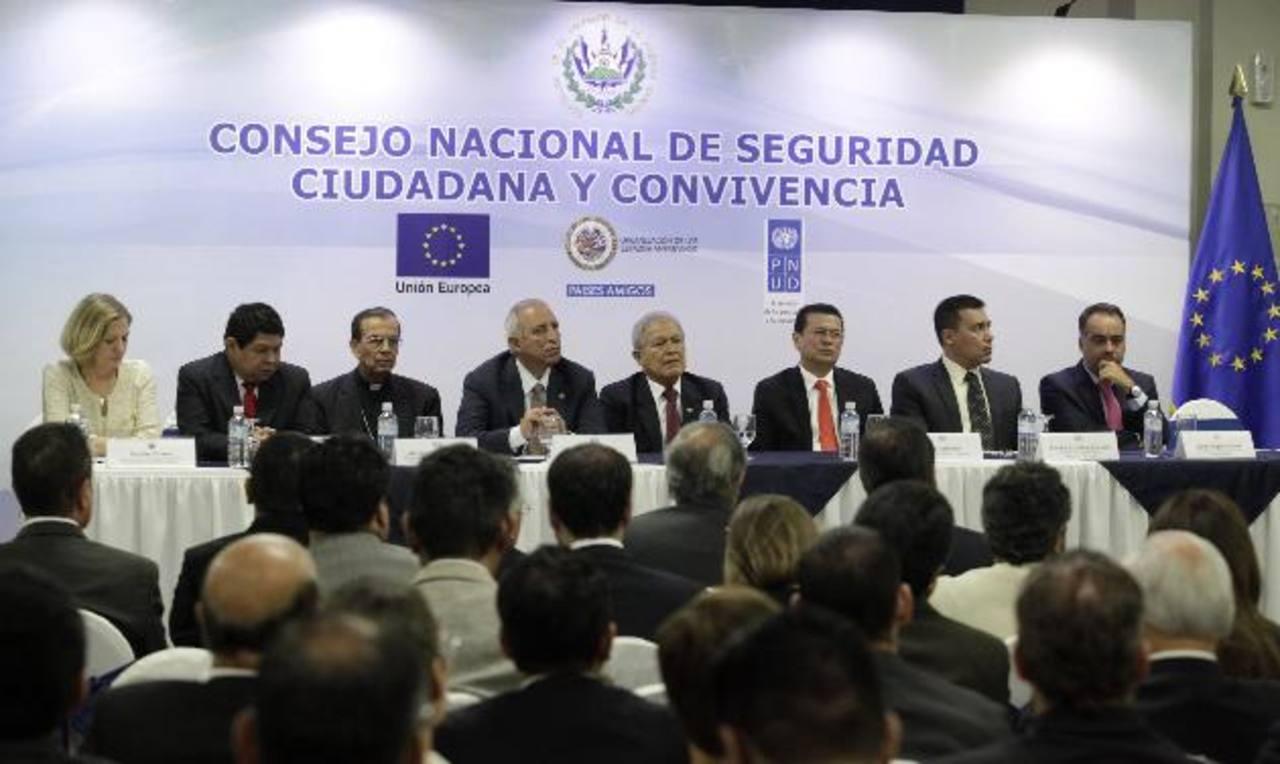 El Gobierno lanzó, ayer, una nueva instancia para frenar la violencia y delincuencia que agobia al país. Foto EDH / CORTESÍA Presidencia.