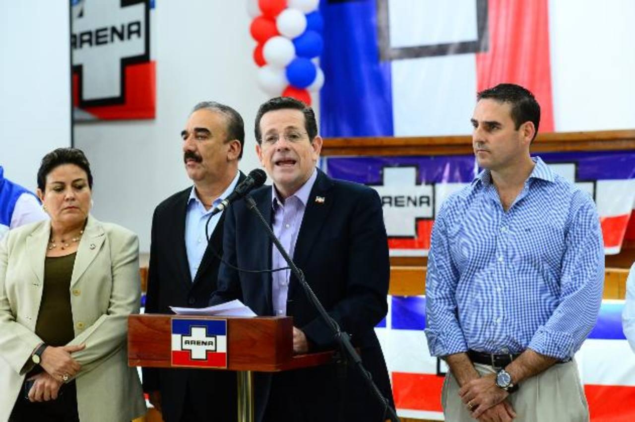 Dirigentes de ARENA (de izquierda a derecha) Margarita Escobar, Donato Vaquerano, Jorge Velado y Ernesto Muyshondt. Foto EDH/ OMAR CARBONERO