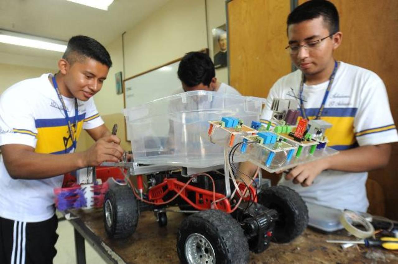 Ingenio, creatividad, entusiasmo y perseverancia, han sido los ingredientes principales de la Crea-J 2014, organizada en el Colegio Don Bosco. fotos edh / Lisseth Monterrosa