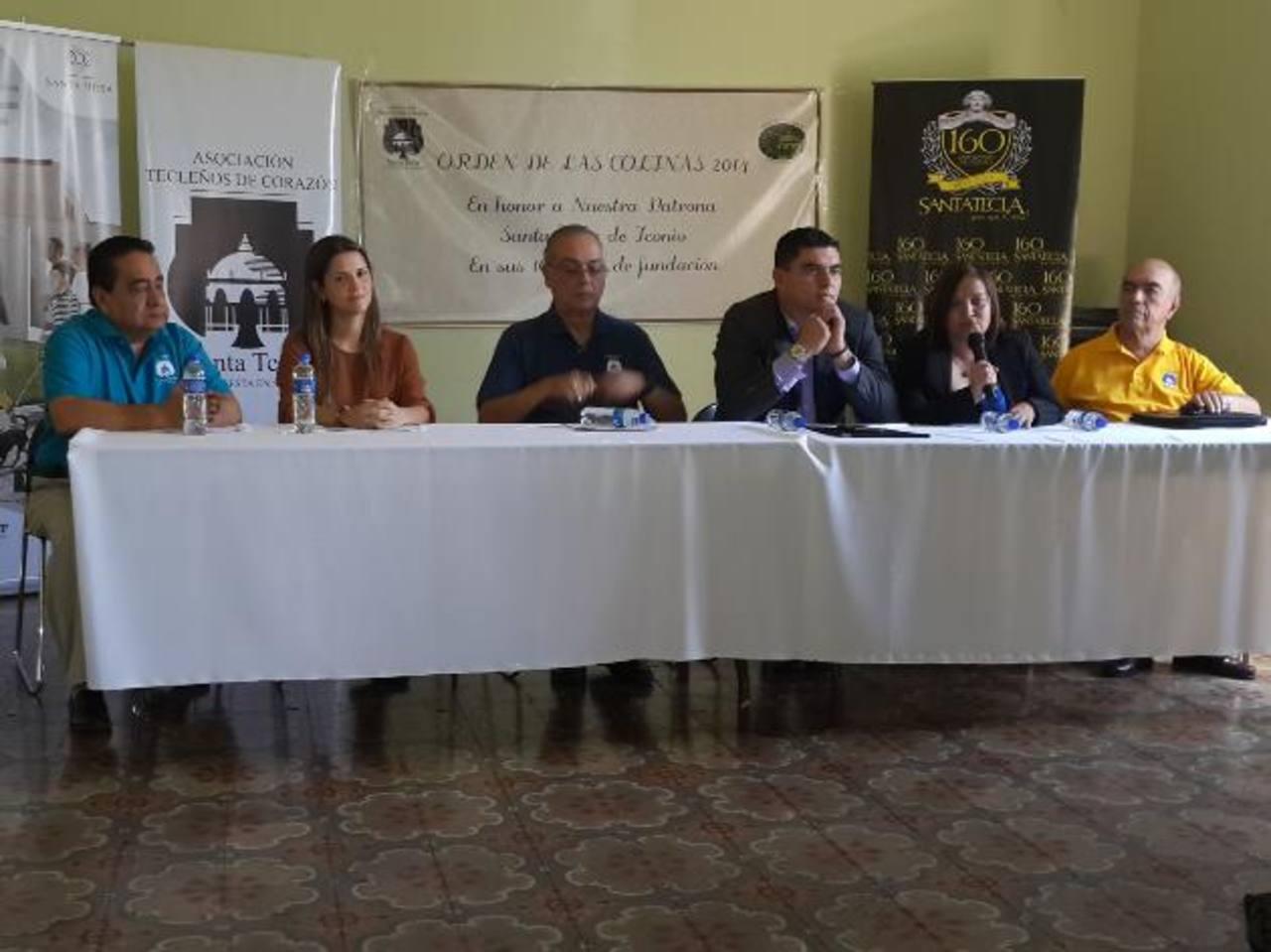 De izquierda a derecha, Orlando Morán, Gabriela Castillo, Jerry Smith, Carlos Palma, Lourde de Campos y Julio Rivas Gallont presidieron la conferencia. Foto EDH / CORTESÍA