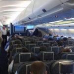 Pasajera obliga a desviar un avión por una disputa por el asiento reclinable
