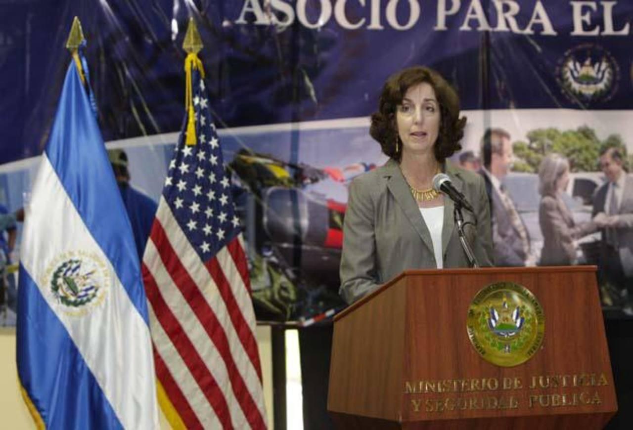 Subsecretaria Jacobson y funcionarios analizan ayuda de EE.UU. a El Salvador